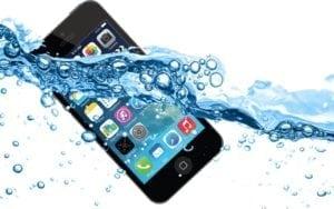 Que hacer cuando el móvil se cae al agua